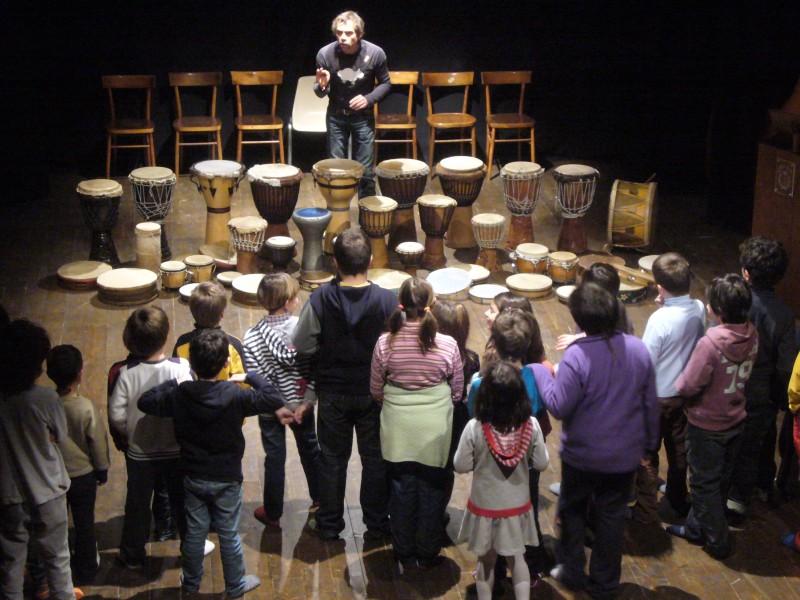Ritmo, vita e percussioni. Percorso di pedagogia musicale per bambini con i tamburi del mondo