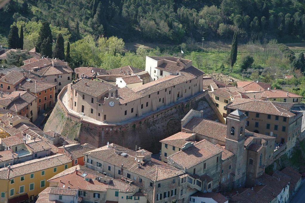 Il Castello e il Borgo di Lari